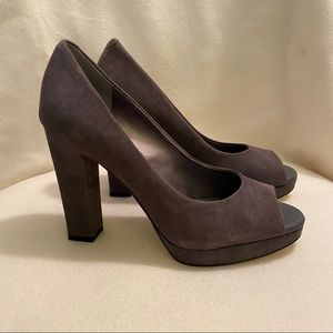 ✨NWT Banana Republic Genuine Suede Heels